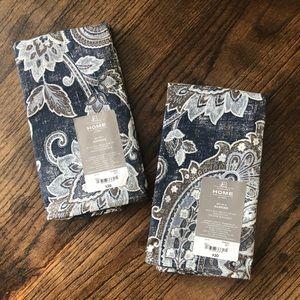 8 navy patterned dinner napkins